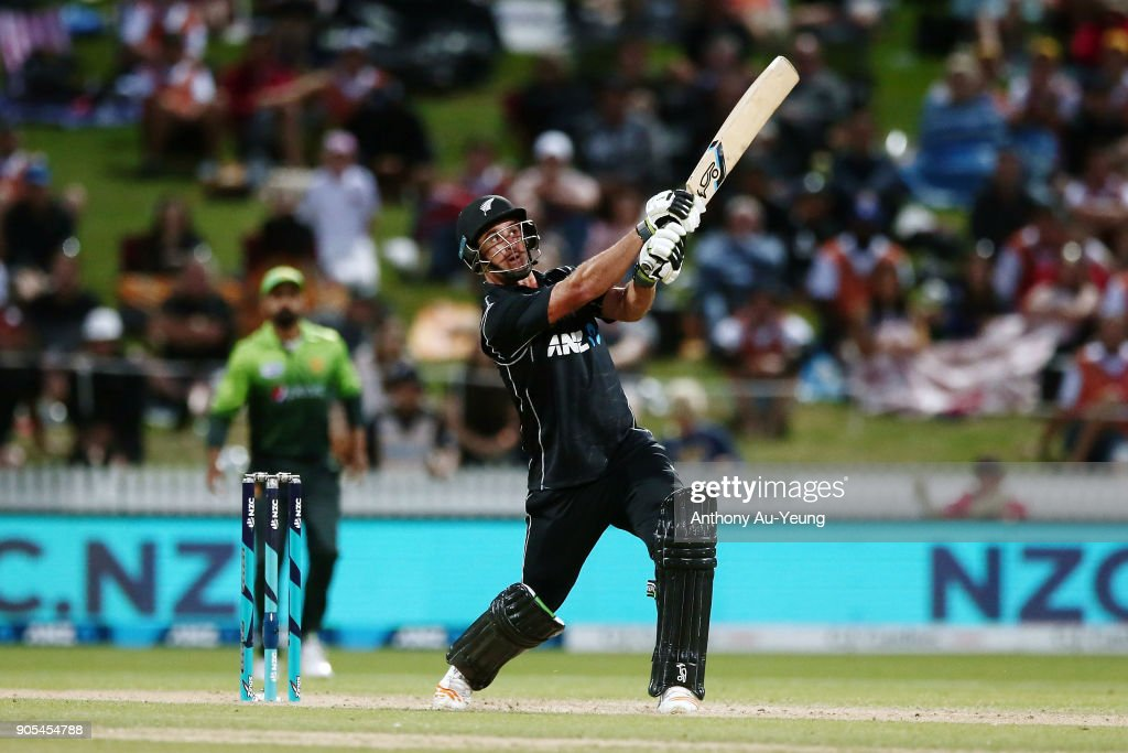 New Zealand v Pakistan - 4th ODI