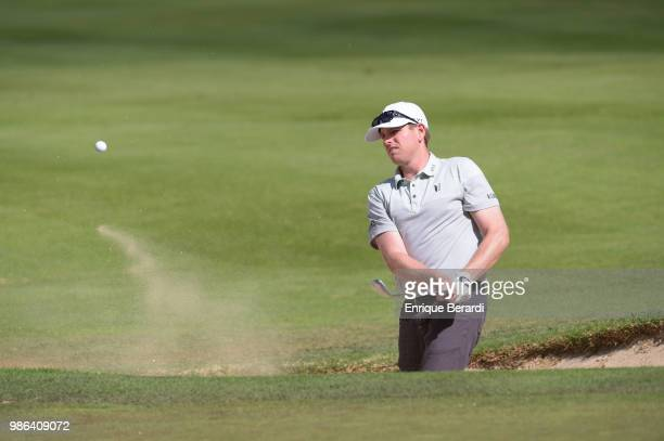 Colin Featherstone of the US chips out of a bunker on the 13th hole during the final round of the PGA TOUR Latinoamerica 59º Abierto Mexicano de Golf...