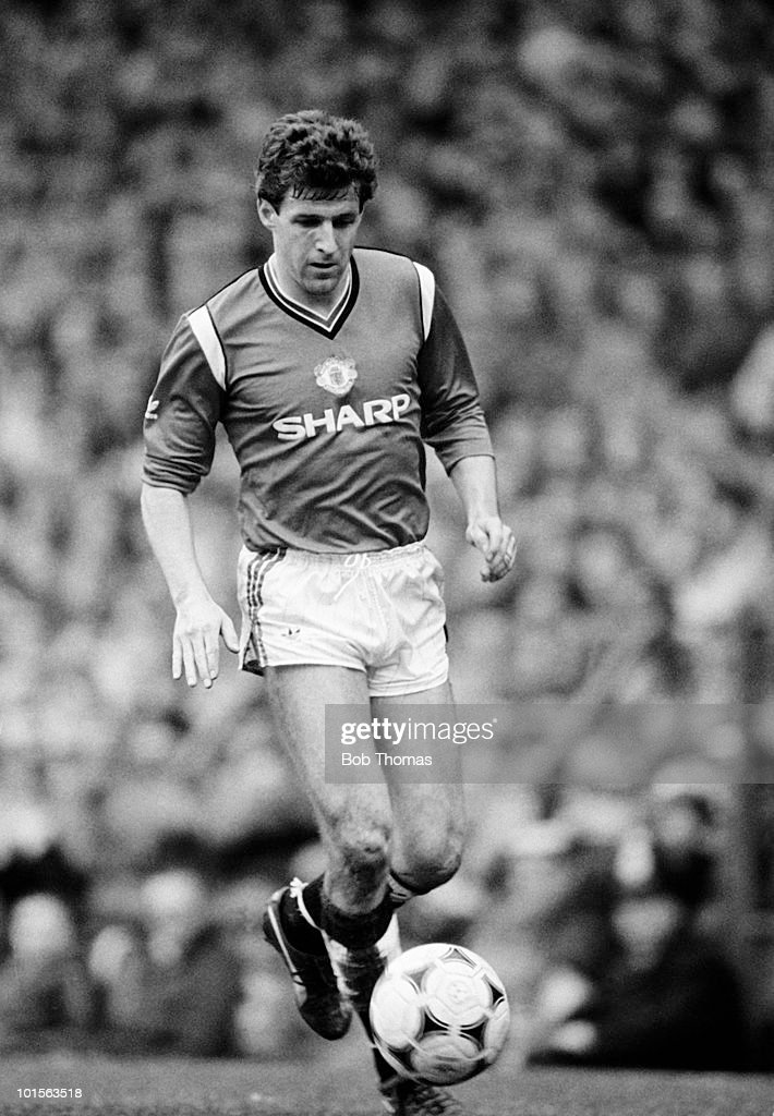 Colin Gibson of Manchester United in action against Everton during the Division One match held at Old Trafford, Manchester on 31st March 1986. The match ended in a 0-0 draw. (Bob Thomas/Getty Images).