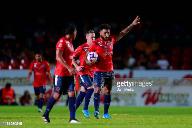 Colin Kazim Richards of Veracruz celebrates after scoring the first goal of his team during the 14th round match between Veracruz and Tigres UANL as...