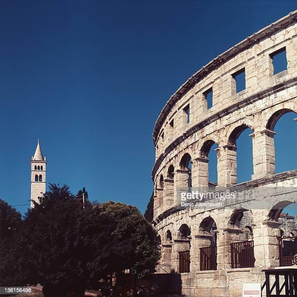 coliseum and tower - イストリア半島 プーラ ストックフォトと画像