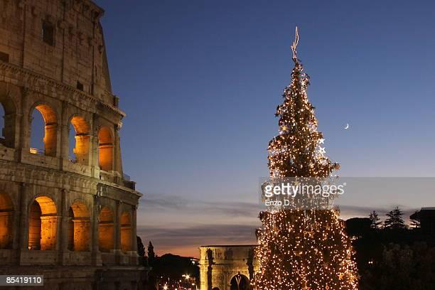 coliseum at night - natale di roma foto e immagini stock