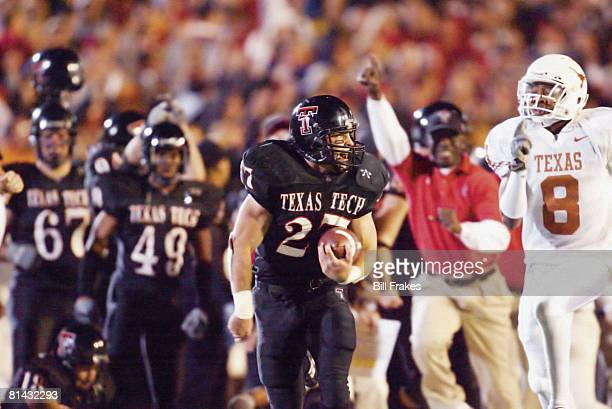 Coll Football Texas Tech's Wes Welker in action vs Texas Cedric Griffin Lubbock TX