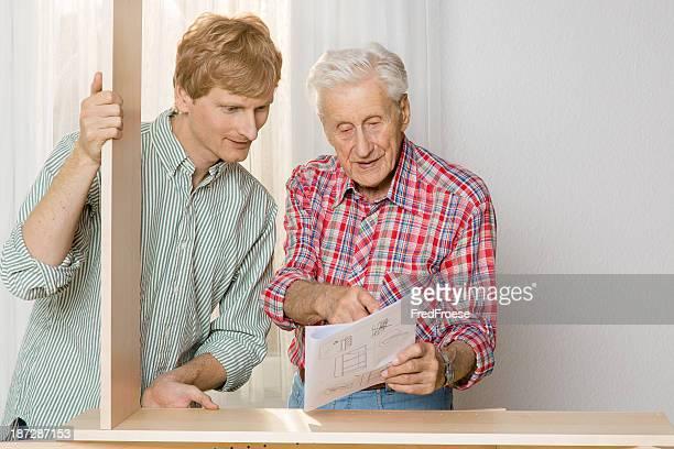 Externa: Abuelo y nieto muebles de montar