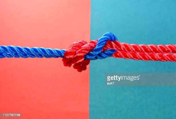 collaboration - twee objecten stockfoto's en -beelden