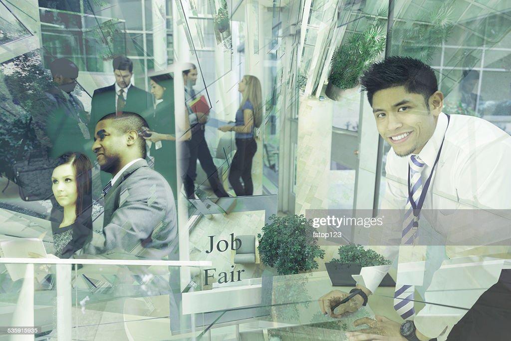 Collage de gente de negocios étnicos multi-asistir a un empleo justo. El empleo. : Foto de stock