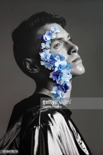 collage with male portrait and blue flowers - fragilidade - fotografias e filmes do acervo