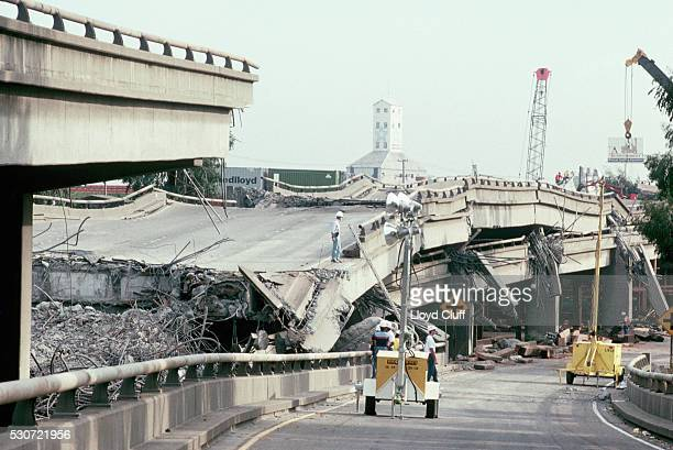collapsed freeway - loma prieta earthquake stock pictures, royalty-free photos & images