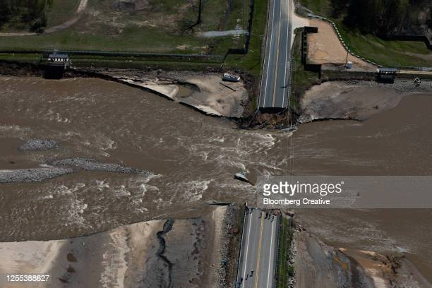 collapsed road bridge - emergencies and disasters stock pictures, royalty-free photos & images