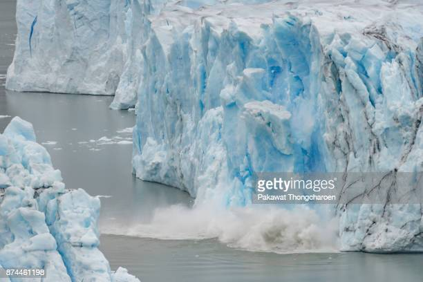 collapsing glacier, perito moreno glacier, argentina - glacier collapsing stock pictures, royalty-free photos & images