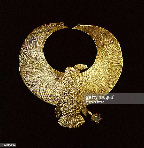 Collar in the form of a vulture ensuring the wearer of protection by the goddess Nekhbet From Tomb 55 The inscriptions on the mummy were erased and...