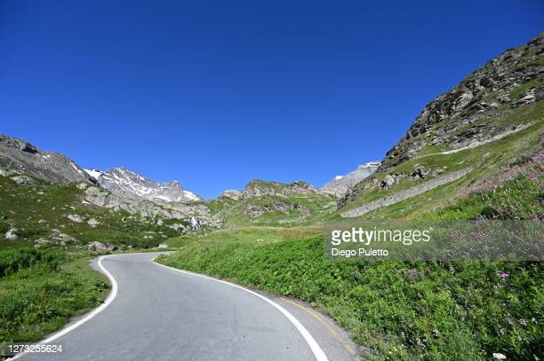 colle del nivolet pass road in front of lago agnel - puletto diego stock pictures, royalty-free photos & images