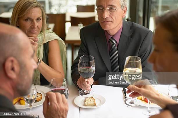 Kollegen business-Mittagessen (Fokus auf, Mann und Frau