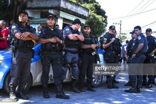 Colleagues attend the funeral of PM sergeant Fabio Cavalcante e Sa murdered on the eve at the Nossa Senhora do Belém cemetery in Duque de Caxias Rio...
