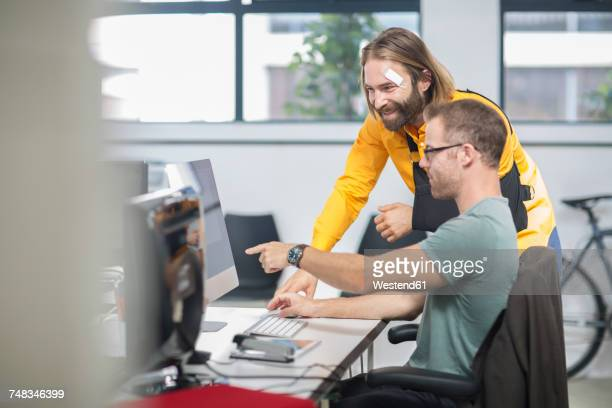 colleagues discussing work on computer - arm sling stock pictures, royalty-free photos & images