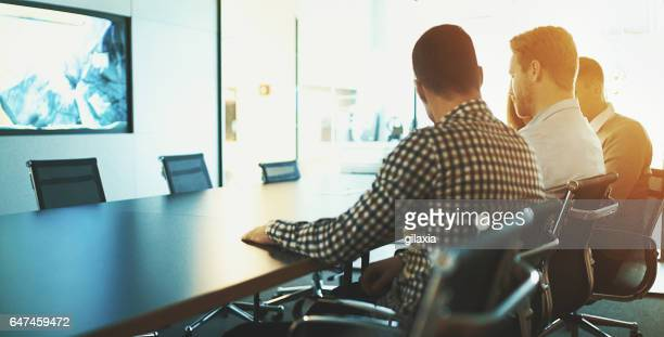 colleagues in a brief meeting. - customer focused stock pictures, royalty-free photos & images