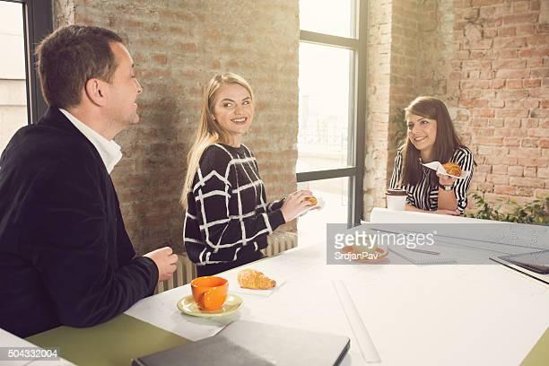 Kollegen auf eine Kaffeepause