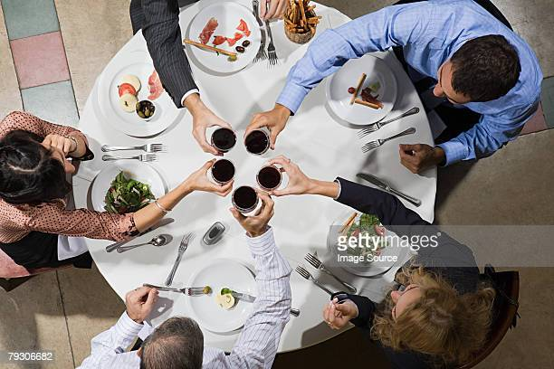 お仕事仲間と乾杯、ワイン
