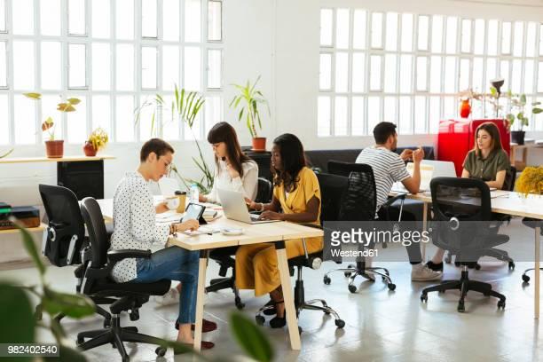colleagues working at desk in office - espacio en blanco fotografías e imágenes de stock