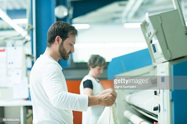 colleagues working in launderette - sigrid gombert stock-fotos und bilder
