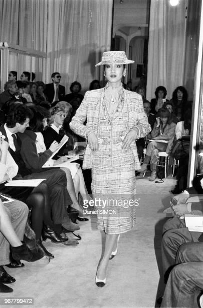 Collection Chanel lors des défilés Haute Couture PrintempsEté 1983 le 27 janvier 1983 à Paris France