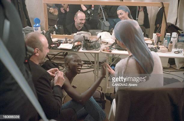 Collection Couture Springsummer 2000 Valentino Paris 17 janvier 2000 Dans les coulisses du défilé de la collection haute couture printempsété 2000 de...