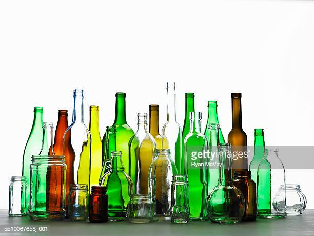 collection of bottles of various colours - fles stockfoto's en -beelden