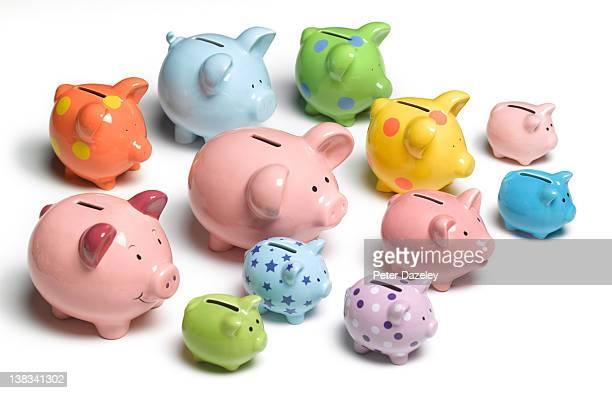 collection of piggy banks - grand groupe d'objets photos et images de collection