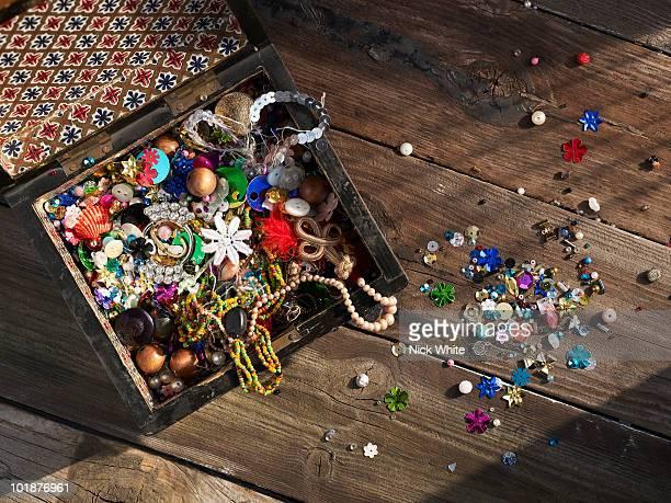 collection of trinkets, buttons and beads - botón mercería fotografías e imágenes de stock