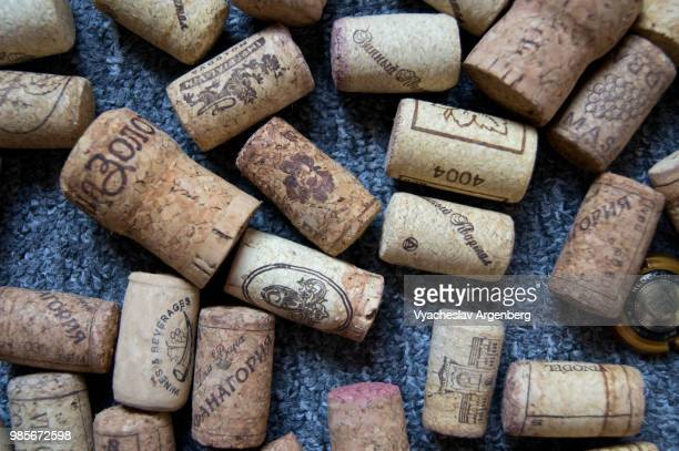 a collection of wine bottle cork stoppers (traditional cork closures) used for sealing wine bottles - argenberg stock-fotos und bilder