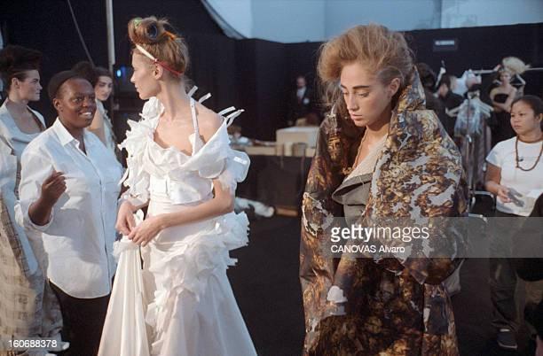 Collections Spring Summer Couture 2000 Christian Dior Paris 17 janvier 2000 les coulisses de la Collection HauteCouture Printemps Eté 2000 de...