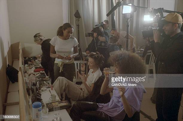 Collections Spring Summer Couture 2000 Of Emanuel Ungaro Paris 17 janvier 2000 les coulisses des collections hautecouture Printemps Eté 2000...