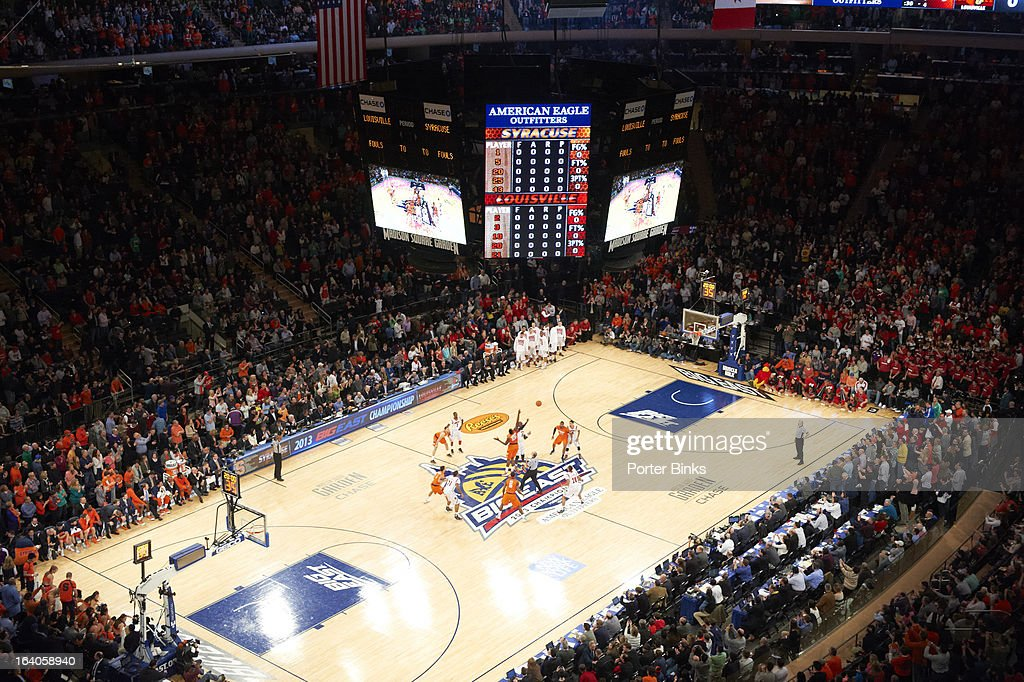Aerial view of Syracuse Rakeem Christmas (25) in action, tipoff vs Louisville Gorgui Deng (10) during Finals at Madison Square Garden. Porter Binks F5 )