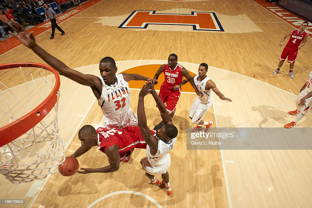 Illinois Nnanna Egwu (32) in action, defense vs Ohio State Shannon Scott (3) at Assembly Hall. David E. Klutho F10 )