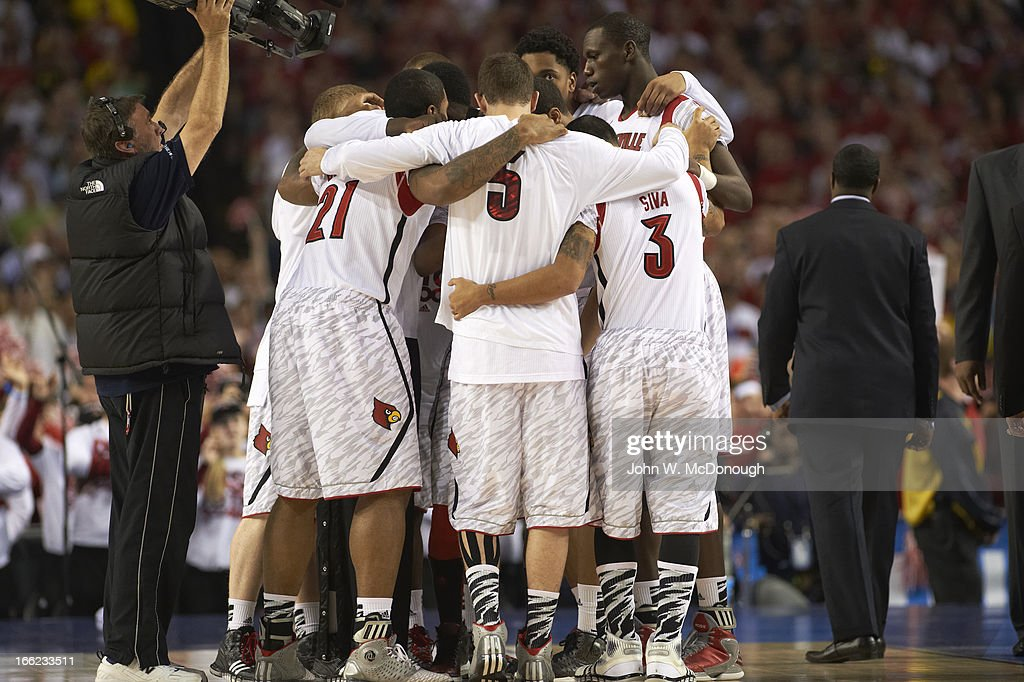 Louisville Gorgui Dieng (10) and teammates in huddle on court during game vs Michigan at Georgia Dome. John W. McDonough X156382 TK1 R2 F11 )