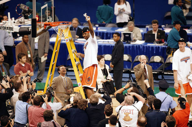 7f75e95e6 Syracuse Carmelo Anthony (15) victorious on ladder after cutting net after  winning game vs