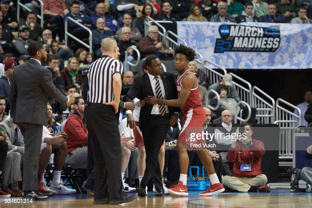 NCAA Playoffs Alabama coach Avery Johnson with Collin Sexton during game vs Villanova at PPG Paints Arena Pittsburgh PA CREDIT Fred Vuich