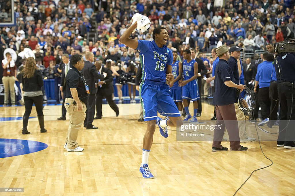 Florida Gulf Coast Eric McKnight (12) victorious on court after winning game vs Georgetown at Wells Fargo Center. Al Tielemans X156289 TK3 R2 F335 )