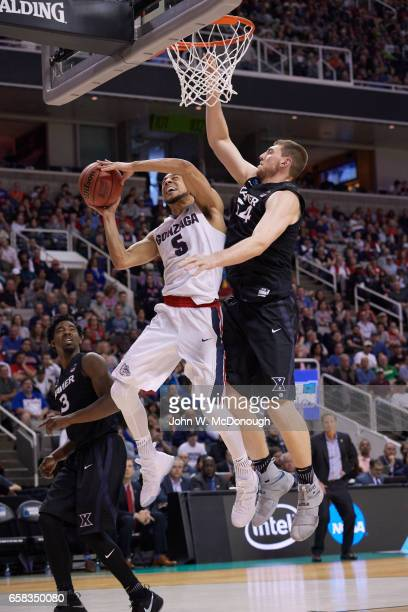 NCAA Playoffs Gonzaga Nigel WilliamsGoss in action vs Xavier Sean O'Mara at SAP Center San Jose CA CREDIT John W McDonough