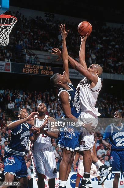 NCAA Playoffs Memphis Lorenzen Wright in action vs Arkansas at Kemper Arena Kansas City MO 3/24/1995 CREDIT David E Klutho