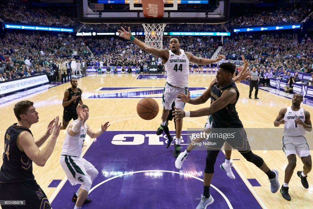 Northwestern Anthony Gaines (11) in action, passing to Gavin Skelly (44) vs Michigan State Nick Ward (44) at Allstate Arena. Greg Nelson TK1 )