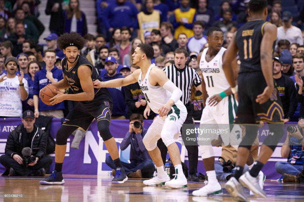 Northwestern Barret Benson (25) in action vs Michigan State Gavin Schilling (34) at Allstate Arena. Greg Nelson TK1 )