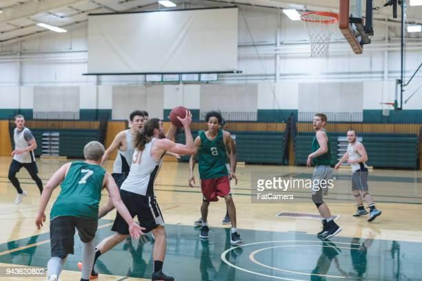 大学バスケット ボールの練習 - 競技試合 ストックフォトと画像