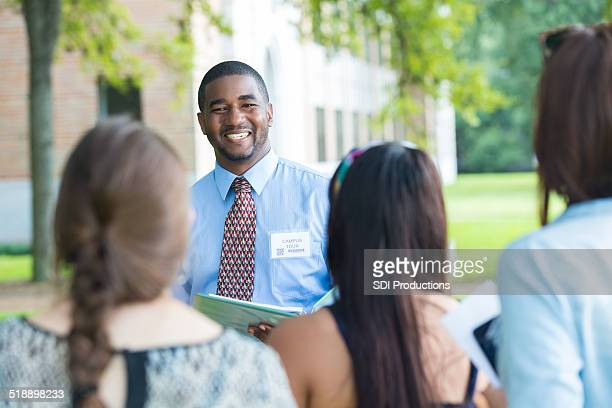 college campus tour guide talking with prospective students outdoors - exploration stock pictures, royalty-free photos & images