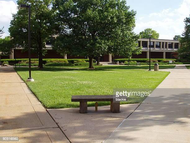 大学/コーポレートキャンパス - 中庭 ストックフォトと画像