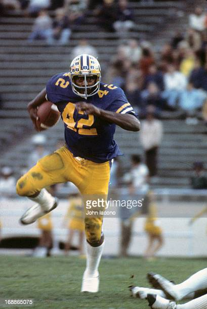 California Chuck Muncie in action, rushing vs Washington at California Memorial Stadium. Cover. Berkeley, CA 11/8/1975 CREDIT: John Iacono