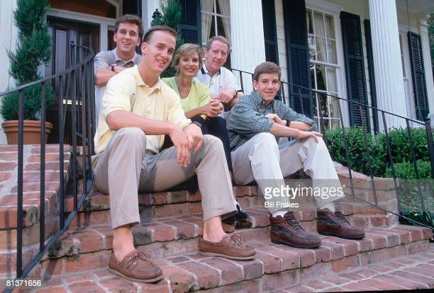 College Football Casual portrait of Tennessee QB Peyton Manning with brother Cooper mother Olivia father Archie Manning and brother Eli at home New...