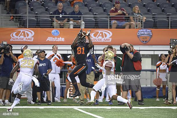 Cowboys Classic Oklahoma State Jhajuan Seales in action making catch vs Florida State at ATT Stadium Arlington TX CREDIT Greg Nelson