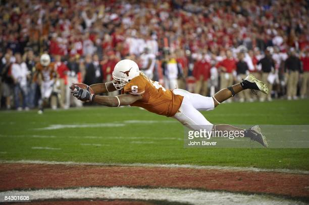 Fiesta Bowl Texas Quan Cosby in action diving for touchdown vs Ohio State Glendale AZ 1/5/2009 CREDIT John Biever