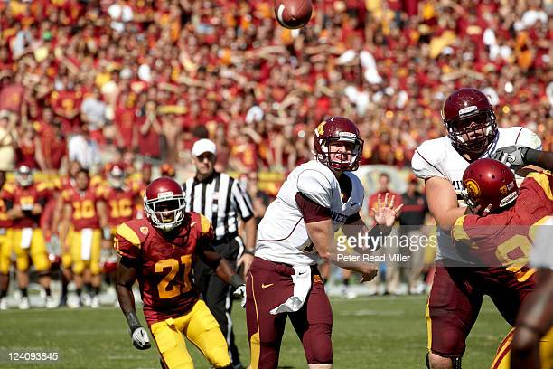 Minnesota QB Max Shortell in action passing vs USC at Los Angeles Memorial Coliseum Los Angeles CA CREDIT Peter Read Miller
